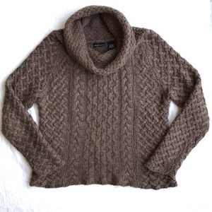 VS/ MODA international chunky cable knit sweater